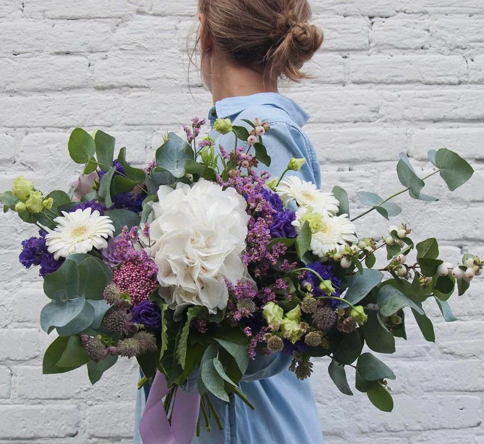 Креативный букет с гортензией фото, цветов